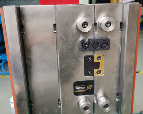 injection-mould-check-before-delivery3.jpg
